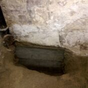 Podbijanie law fundamentowych, naprawa fundamentu, wzmocnienie fundamentów w starym domu, remont fundamentów
