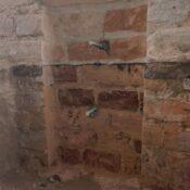 Wzmacnianie murów za pomocą stalowych elementów stężających